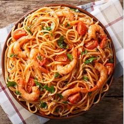 Spaghetti Skaldyr med alt fra havet, chili, hvidløg, persille, cherry tomat og parmesan ost