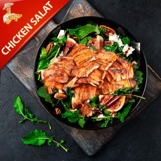 Kylling Salat med salat, rødløg og cherry tomater